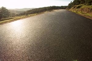 Abrasive bitumen for tractor tyres