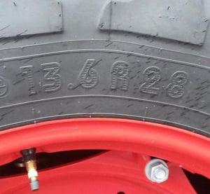 Marquage pneu de tracteur en pouces