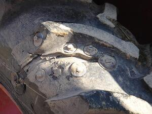 repair of a tyre with bolts