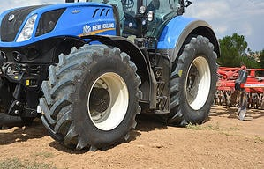 A technological and high-performance VX Tractor range