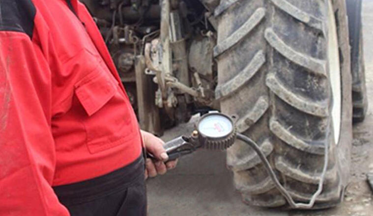 Correct setting of tractor tyre pressure