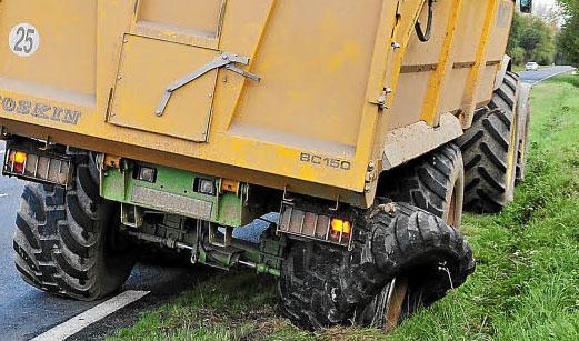 Éclatement d'un pneu de remorque agricole