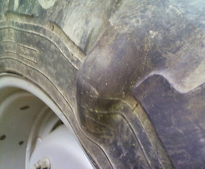 Bulge on the sidewall of the tyre
